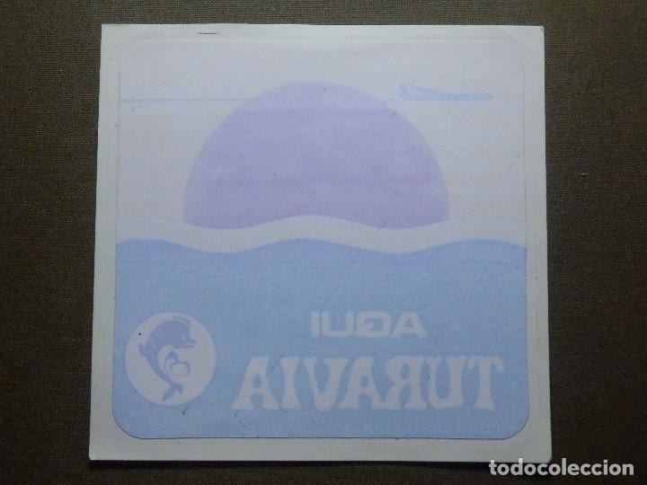 PEGATINA - ADHESIVO - STICKER - AGENCIAS DE VIAJES - AQUI TURAVIA - 12 X 12 CM. - P/ CRISTAL (Coleccionismos - Pegatinas)