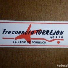 Pegatinas de colección: PEGATINA - ADHESIVO - STICKER - FRECUENCIA TORREJON - 103,9 F.M. - LA RADIO DE - 15 X 5 CM. Lote 91772955