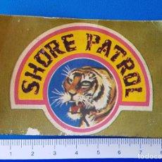 Pegatinas de colección: ANTIGUO Y RARO CROMO ADHESIVO SHORE PATROL (GUARDACOSTAS) EMBLEMA TIGRE / PEGATINA DESPEGADA. Lote 94960379