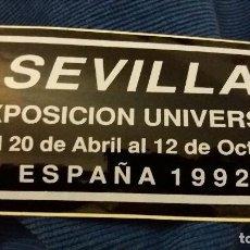 Pegatinas de colección: PEGATINA ESPECIAL BRILLO EXPO 92 EXPOSICIÓN UNIVERSAL SEVILLA 1992 SIMULANDO PLACA. Lote 107753751
