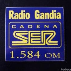 Pegatinas de colección: PEGATINA RADIO GANDIA CADENA SER. LETRAS AMARILLAS. FINALES 80.. Lote 127469624