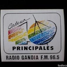 Pegatinas de colección: PEGATINA CADENA 40 PRINCIPALES RADIO GANDIA. AÑOS 90. TIPO LOGO SATÉLITE DIFUMINADO. Lote 127259452