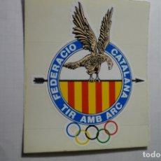 Pegatinas de colección: PEGATINA FED.CATALANA TIRO CON ARCO CM. Lote 179067726