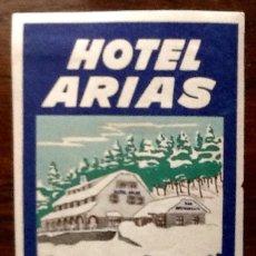 Pegatinas de colección: HOTEL ARIAS. PUERTO DE NAVACERRADA-MADRID. PEGATINA DE MALETA.. ENVIO INCLUIDO EN EL PRECIO.. Lote 180392620