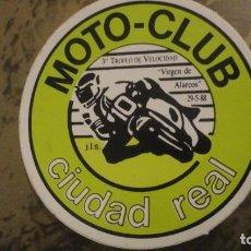Pegatinas de colección: ANTIGUA PEGATINA.MOTO CLUB 3 TROFEO VELOCIDAD VIRGEN DE ALARCOS 1988. CIUDAD REAL.. Lote 183859537