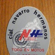 Pegatinas de colección: PEGATINA - CIAL NAVARRO HERMANOS - TODO EN COCHES Y MOTOS . MÁLAGA - 5 X 7 CM. . Lote 198963587