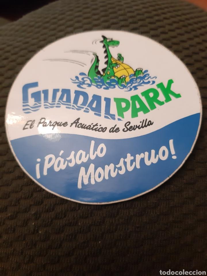 PEGATINA GUADALPARK EL.PARQUE ACUÁTICO DE SEVILLA PASALO MONSTRUO (Coleccionismos - Pegatinas)