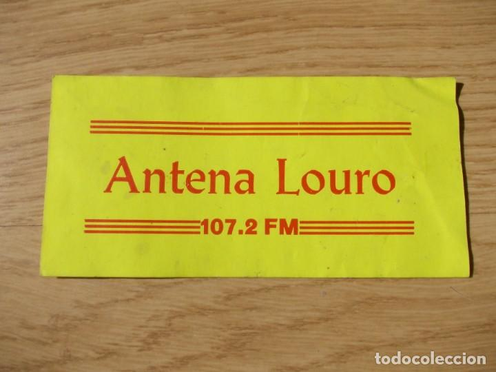 "PEGATINA DE "" ANTENA LOURO 107.2FM"" (Coleccionismos - Pegatinas)"