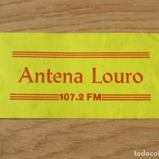 "Pegatinas de colección: PEGATINA DE "" ANTENA LOURO 107.2FM"". Lote 219360096"