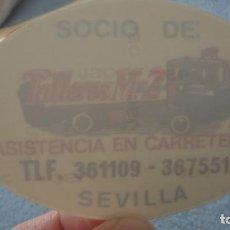 Pegatinas de colección: ANTIGUA PEGATINA PARA CRISTALES.SOCIO DE TALLERES M-2 ASISTENCIA EN CARRETERA SEVILLA. Lote 236979205