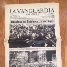 Coleccionismo Periódico La Vanguardia: JOSEP TARRADELLAS / JA SÓC AQUÍ / LA VANGUARDIA 25 OCTUBRE 1977. Lote 110411750