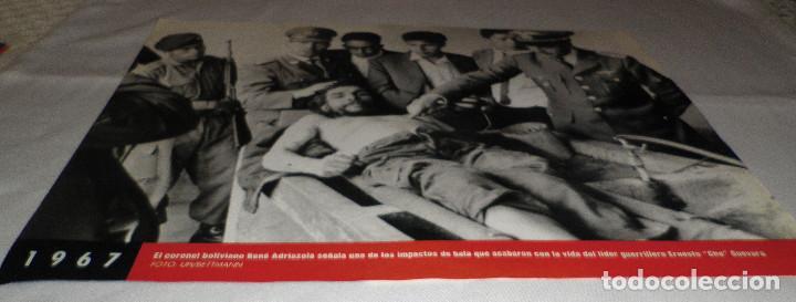 FOTOGRAFIA EL CORONEL BOLIVIANO CHE GUEVARA DE LA COLECCION FOTOS QUE HACEN HISTORIA LA VANGUARDIA (Coleccionismo - Revistas y Periódicos Modernos (a partir de 1.940) - Periódico La Vanguardia)