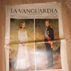 Collectionnisme Journal La Vanguardia: LA VANGUARDIA Nº 34.045 23 NOVIEMBRE 1975 - DON JUAN CARLOS DE BORBON REY DE TODOS LOS ESPAÑOLES. Lote 202682010