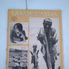 Coleccionismo Periódico La Vanguardia: LA VANGUARDIA , CIEN AÑOS DE LA VIDA EN EL MUNDO - DESAFÍOS PENDIENTES DE LA HUMANIDAD. Lote 204976052