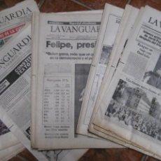 Coleccionismo Periódico La Vanguardia: LOTE 14 PERIODICOS TRANSICION LA VANGUARDIA 23 F GOLPE ESTADO . RETORNO TARRADELLES FELIPE GONZALEZ. Lote 235884505