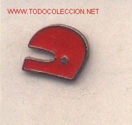 13-AUT8. PIN CASCO ROJO (Coleccionismo - Pins)