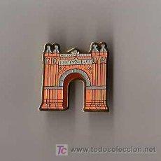 Pins de colección: PIN - ARCO DEL TRIUNFO DE BARCELONA. Lote 6917697