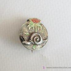 Pins de colección: INSIGNIA MODERNISTA EN PLATA Y ESMALTE.. Lote 22910555