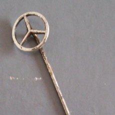 Pins de colección: AGUJA PARA CONDUCTOR DE MERCEDES (5CM APROX). Lote 21551423