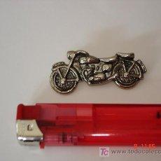 Pins de colección: PINS - MOTO CON DOBLE ENGANCHE -. Lote 14493317