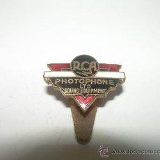Pins de colección: ANTIGUA INSIGNIA.... R.C.A. PHOTOPHONE ESMALTADA. AÑOS 20. Lote 26858168
