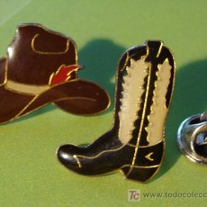 Pins de coleção: PIN DE COWBOYS. TÍPICAS BOTAS Y SOMBRERO DE COWBOY. AÑOS 90. . Lote 19090790