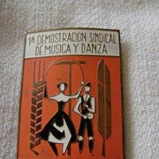 Pins de colección: PLACA ESMALTADA.1ªDEMOSTRACION SINDICAL DE MUSICA Y DANZA.PIN009. Lote 27423374