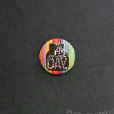 Pins de colección: CHAPITA M TV DAY -- NO ES PIN -- CHAPA CON IMPERDIBLE -- MÚSICA MTV -- RNS. Lote 19901145