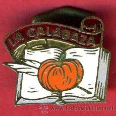 Pins de coleção: INSIGNIA O PIN , LA CALABAZA , LIBRO Y PLUMA , ORIGINAL , PIN557. Lote 23513612