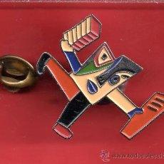 Pins de colección: UN PIN MODERNO DEL CIRCULO LECTORES. Lote 26359507