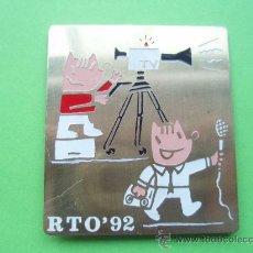 Pins de colección: COBI RADIO TELEVISION OLIMPICA RARO TESTO Y PANTALONES BLANCO 3 CTROS DE ALTO DE OLIMPIADAS BARCELON. Lote 30384574