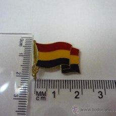 Pins de colección: PINS DE METAL , BANDERA REPUBLICANA, AÑOS 70 - 80 . Lote 30687617