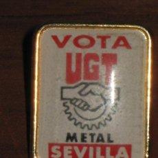 Pins de colección: PIN VOTA UGT - METAL - SEVILLA. Lote 32640426