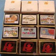 Pins de colección: COLECCIÓN COMPLETA. 6 PINS EXPO 92 1992 SEVILLA CURRO EXPOSICIÓN. SELLOS CORREOS. CAJA ORIGINAL . Lote 55079177