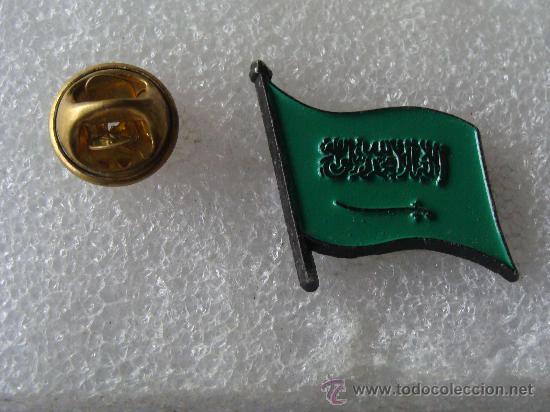 PIN DE TURISMO / BANDERAS. ARABIA SAUDÍ SAUDITA. (Coleccionismo - Pins)