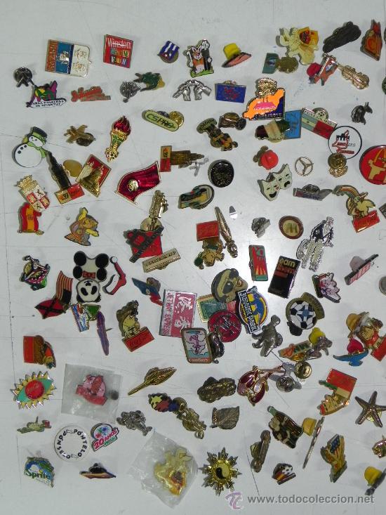 Pins de colección: LOTE DE MAS DE 150 PINS ANTIGUOS, PIN, TODOS LOS QUE SE VEN EN LAS FOTOGRAFIAS PUESTAS, PUBLICIDAD, - Foto 2 - 33817661