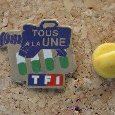 Pins de colección: PIN DE RADIO / TELEVISIÓN. TF1 CANAL TV TELE FRANCIA. . Lote 33876045