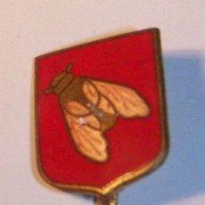 Pins de colección: ANTIGUA INSIGNIA MOSCA. METAL Y ESMALTE. Lote 34161880