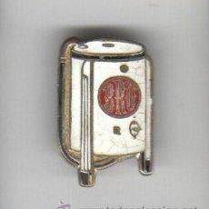 Pins de colección: PIN INSIGNIA DE AGUJA DE ELECTRODEMISTOS BRU AÑOS 60 APROXMTE. Lote 194691097