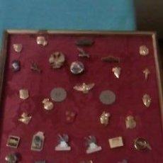 Pins de colección: COLECCIÓN DE 43 PINS VARIADOS,ANTIGUOS. CUADRO INCLUIDO. VER FOTOS. Lote 36493301