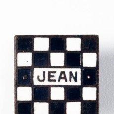 Pins de colección: PIN JEAN ESMALTADO CON CIERRE DE OJAL. Lote 39341321