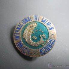 Pins de colección: ANTIGUO PIN INSIGNIA FESTIVAL INTERNACIONAL DEL SALMÓN, ASTURIAS. Lote 40084857