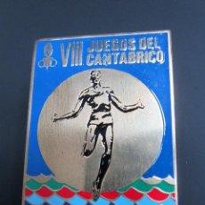 Pins de colección: ANTIGUO PIN INSIGNIA VIII JUEGOS DEL CANTÁBRICO. ASTURIAS, JULIO 1975.. Lote 40084972