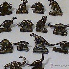 Pins de colección: 14 PINS METÁLICOS DE DINOSAURIOS, CADA UNO CON SU NOMBRE.. Lote 40707734