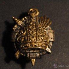 Pins de colección: PIN O INSIGNIA DORADO ESCUDO DE OJAL. Lote 40861231