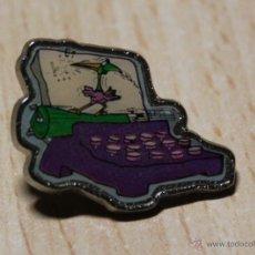 Pins de colección: PIN DE LOS PICAPIEDRA. METAL. MAQUINA DE ESCRIBIR.. Lote 40946853