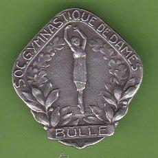 Pins de colección: INSIGNIA SOC. GYMNASTIQUE DE DAMES. BULLE, FRIBURGO, SUIZA. FABR. PAUL KRAMER, NEUCHATEL, SIN FECHA.. Lote 40984898