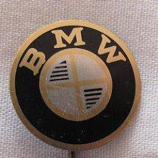 Pins de colección: PIN INSIGNIA DE AGUJA ANTIGUA COCHES MOTOS BMW. Lote 41818267