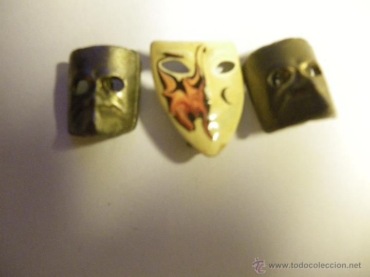 3 PINS MÁSCARAS, CON IMPEEDIBLE (1 REPETIDO) (Coleccionismo - Pins)