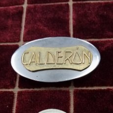 Pins de colección: INSIGNIA CON LA PALABRA CALDERON,PODRIA SER DEL TEATRO CALDERON AÑOS 30. Lote 42890080